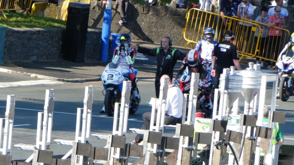 Isle of Man TT 2016 - Bruce Anstey Fixing 'the Beard'