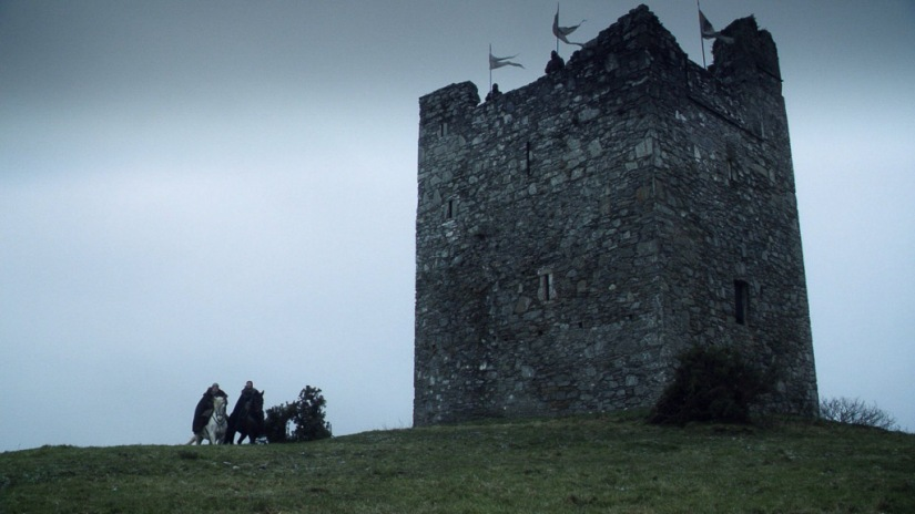 Northern Ireland Game of Thrones Filming Locations : Winterfell : Audley's Castle : Image copyright of HBO, screencap from Screencapped.net