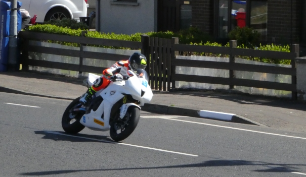 Bruce Anstey at the 2017 NW200 on his then Sponsorless Padgetts HondaBruce Anstey at the 2017 NW200 on his then Sponsorless Padgetts Honda